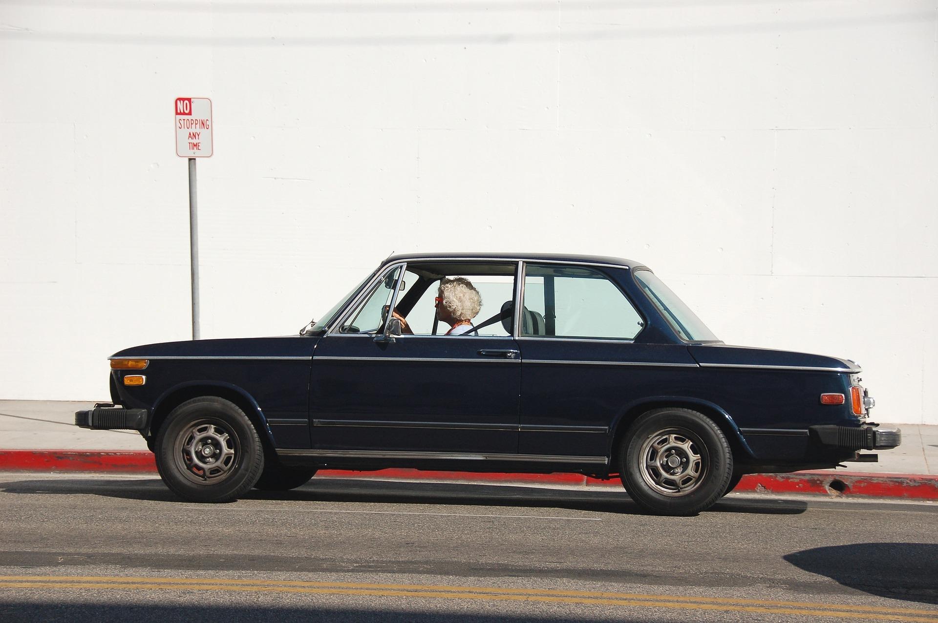 Hi ha una edat per deixar de conduir?